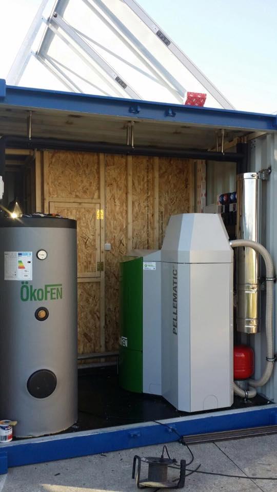 Caldera de Pellets 32kW en Contenedor Marino con apoyo Solar Térmica