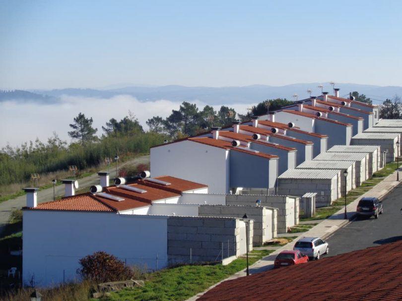 Instalación 11Paneles Térmicos para Instituto de Vivienda é Solo en Carballeda de Avia (Ourense)