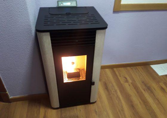 Instalar estufa de pellets en un piso stunning estufa de pellets instalada en un piso ubicada - Se puede poner una chimenea de pellets en un piso ...