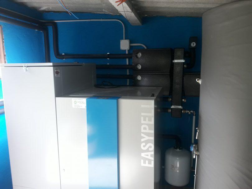 Caldera de pellets Easypell 32KW ubicada en Tui