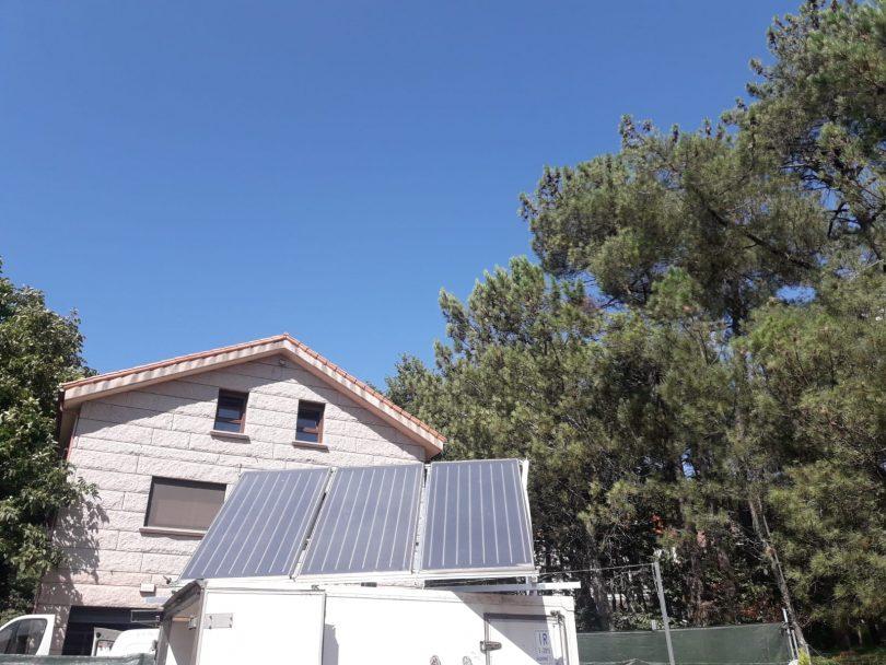Instalación solar térmica de tres paneles en A Cañiza