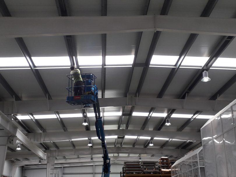 Iluminación Campanas LED 200 W en Nave Industrial Pontevedra