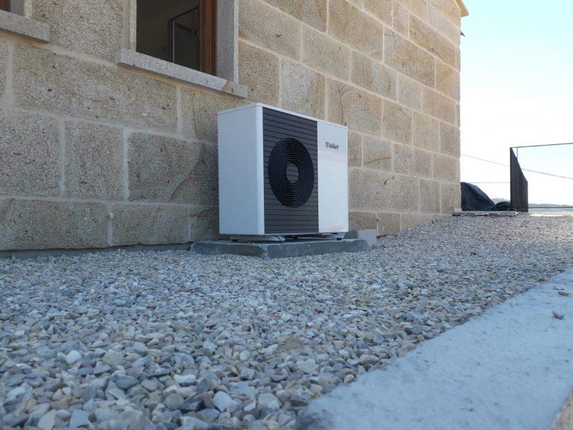 Instalación Aerotermia Vaillant  split en apartamentos turisticos en Cangas (Aldan)