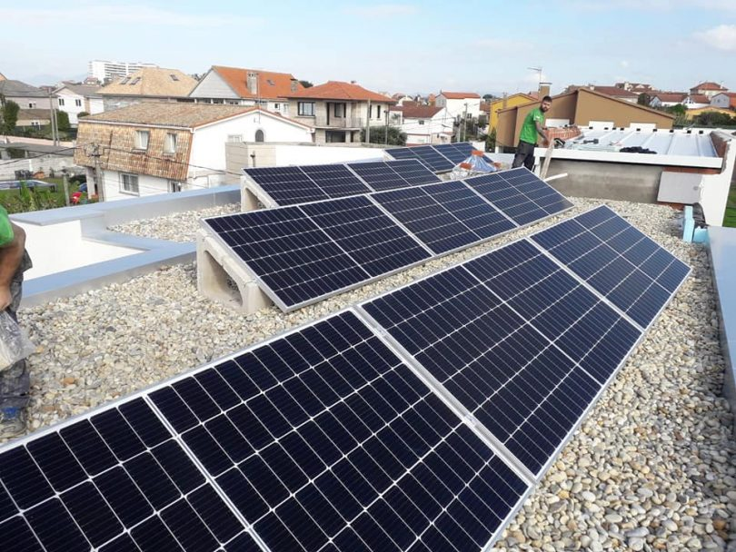Instalación Solar Fotovoltaica 4,4kW. Vivienda Unifamiliar Coruxo ( Vigo).